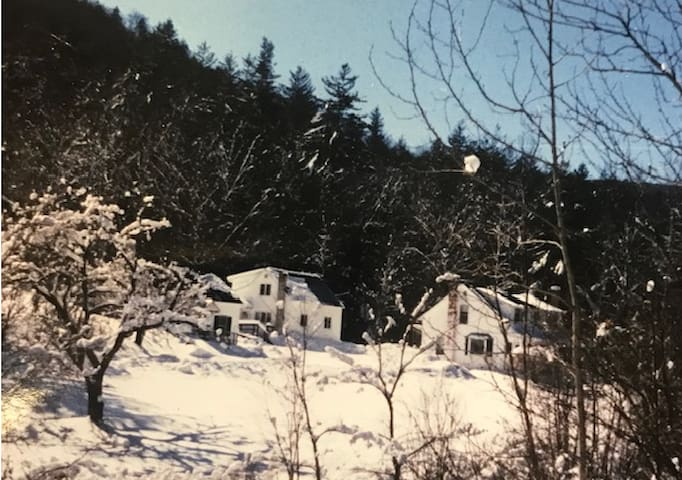 Cozy Bridgewater Getaway Close to Killington