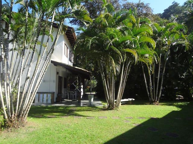 Casa Condomínio fechado frente praia Boiçucanga