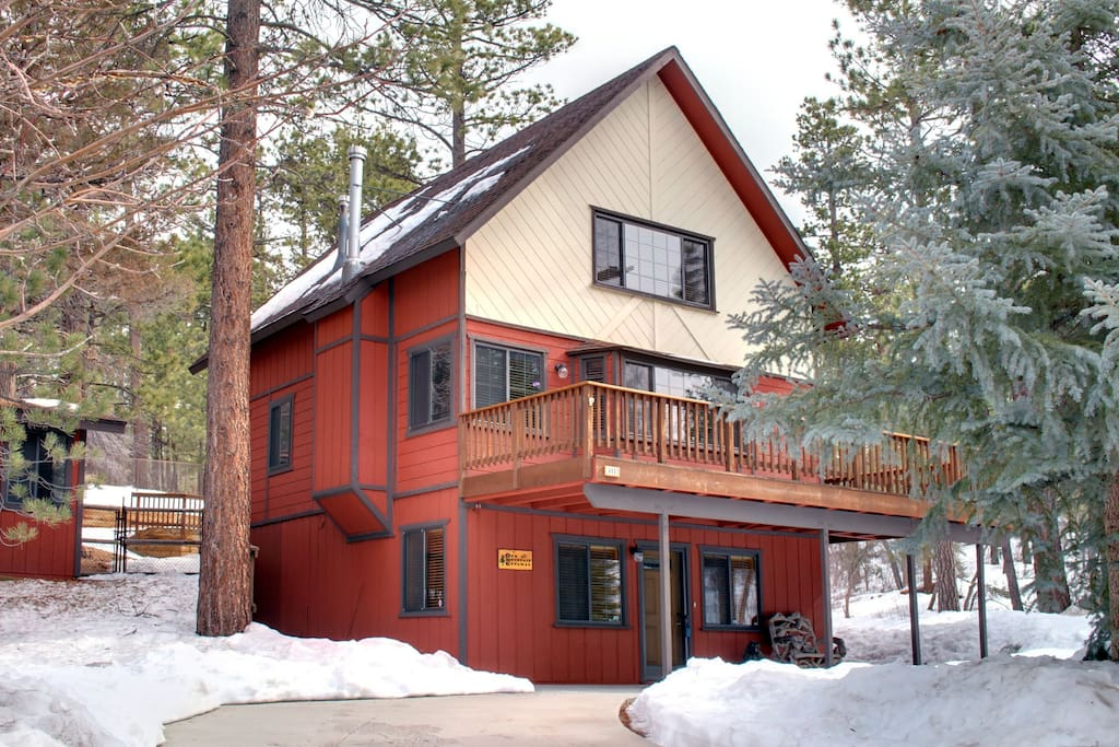 Cozy pine cabin private foresty cottages for rent in for Cabin for rent in big bear ca