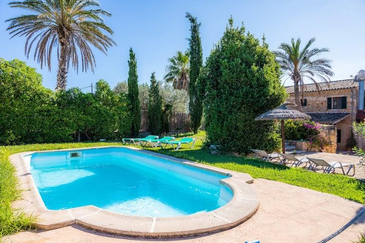 Charming villa with pool and garden – Villa Ca'n Bonica