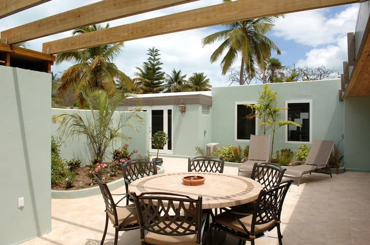 Family friendly Villa footsteps from beach