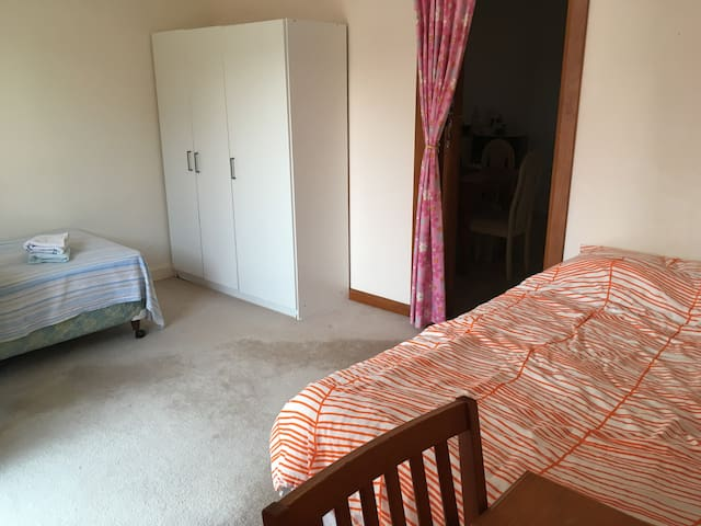 Bright room in Epping