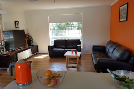 Close to city -Private room + entertainment system