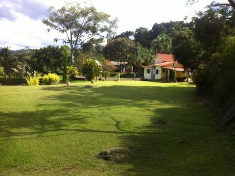 Sitio aconchegante junto a natureza e cidade