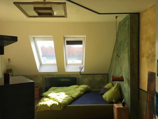 Cosy bright arty room in shared flat in Neukölln