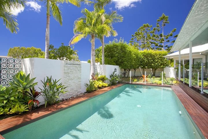 SEACOVE COURT STUNNING NOOSA WATERS HOME