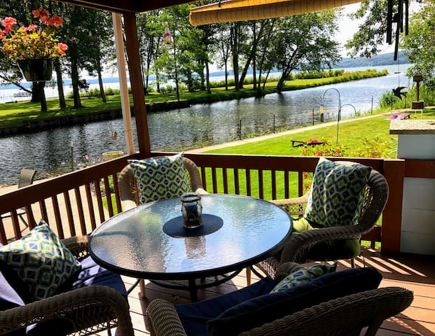 Harper's Haven *NEW* Pet Friendly Chautauqua Home