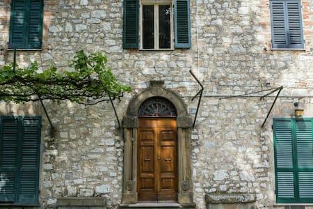 Immerso nella quiete della campagna umbra - San Giovanni del Pantano - House