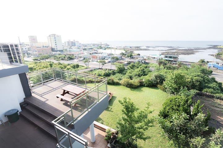 함덕해수욕장 부근 #sea view house #제주가족펜션 #제주커플펜션  바다파파 2F