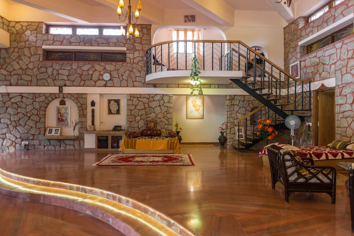 Artistic Resort Villa 2 km from BLR - Bengaluru