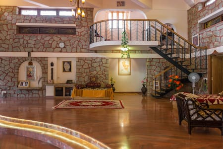 Artistic Resort Villa 2 km from BLR - Bangalore - Casa de camp