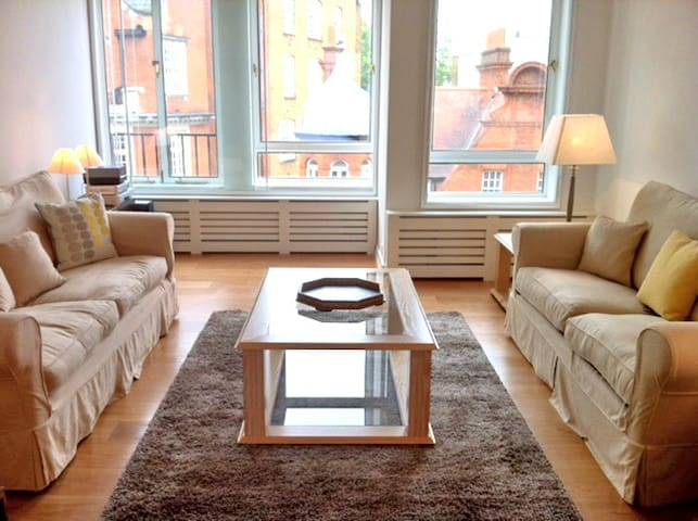 Sloane Square Luxury Flat (4 guests)