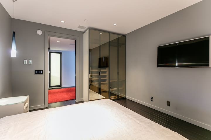 Entire Apartment: Stunning in financial district