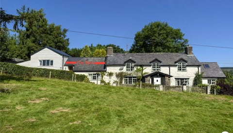 Retro, dog friendly cottage, great walks and views