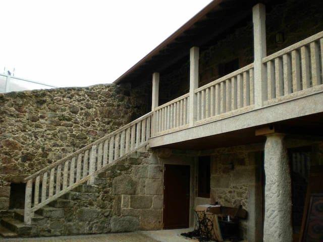 Ref. 11631 Casa de piedra en el campo