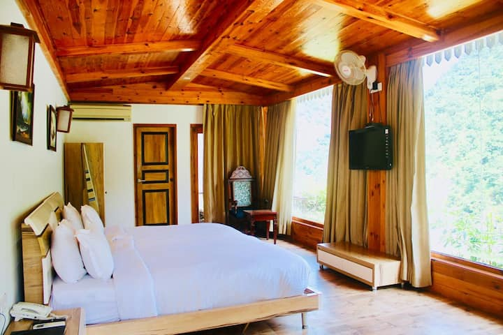 Cottages with the Amazing Ganges View in Rishikesh