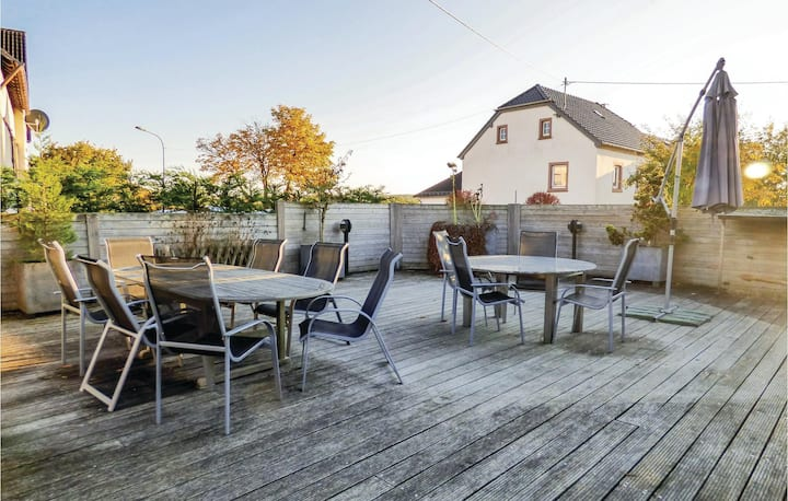 Stunning home in Hersdorf with WiFi and 3 Bedrooms