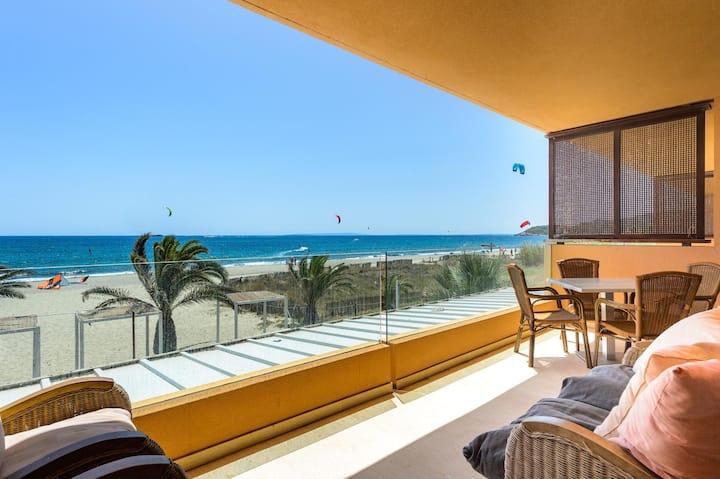 Beautiful sea front flat 3 in Playa d'en Bossa