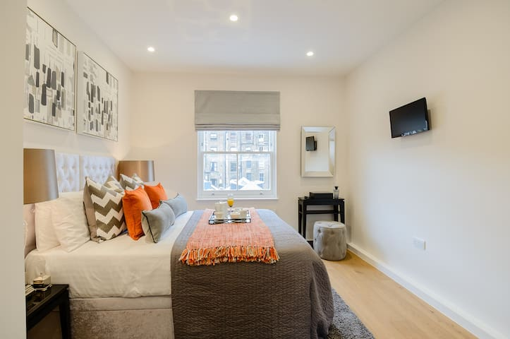 Beautiful Boutique One Bedroom in Kensington