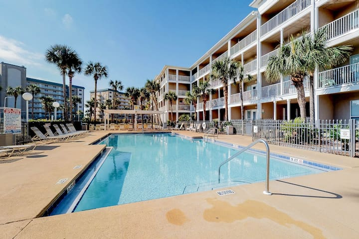 Snowbird-friendly condo w/ a balcony & shared pool - just steps to the beach!