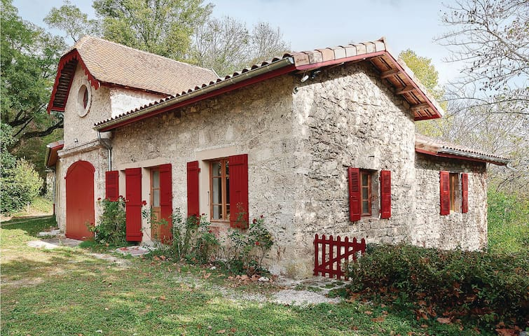 Holiday cottage with 2 bedrooms on 80m² in Chateau de la Sône