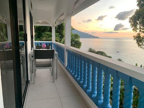 Crystal Apartments Seychelles SeaView Верхній поверх