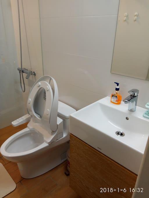 四樓共用衛浴乾濕分離