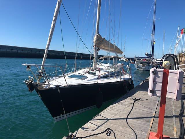 classic sailboats 3 bedrooms (cruises possible)