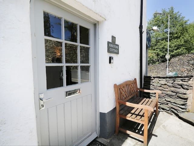 KIRKSTONE COTTAGE, romantic, with a garden in Ambleside, Ref 968995