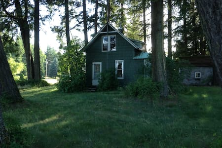 The Little House on 5 Acres 5 mins. from Sandpoint - Sandpoint - Talo