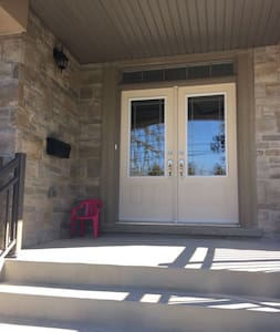 Cozy sunny big bedroom with bath - Mississauga - House