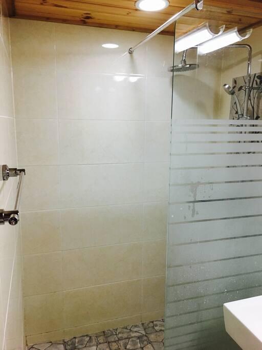 샤워실 shower room