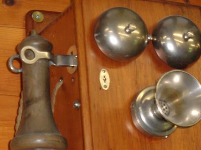le musé du télèphone à 10minutes en auto,chez Emile Thines à Petivoir