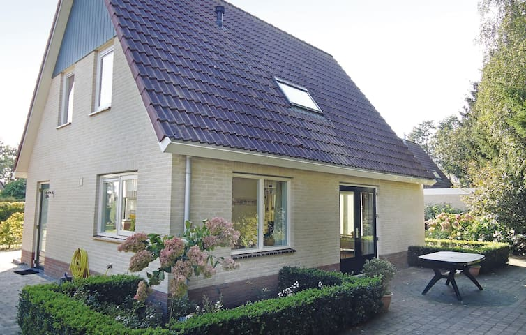 Holiday cottage with 3 bedrooms on 142m² in Schoonloo
