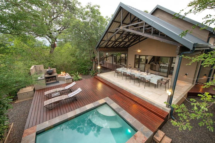 Twiga Travel- Selfcatering Lodge, Sleeps 10 people