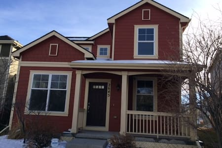Quaint Home away from Home 20 mins from Downtown - Fort Collins