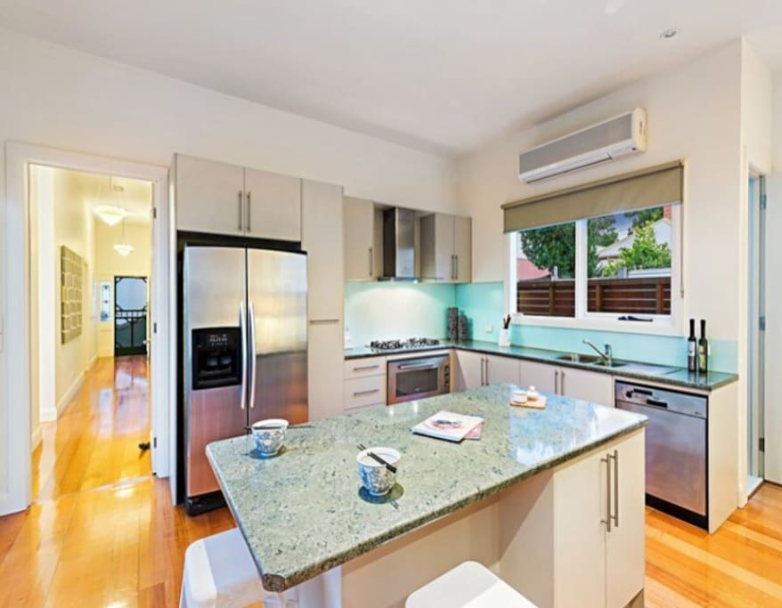 Bright and modern fully equipped kitchen