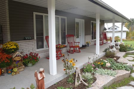 A Touch of Grace Bed & Breakfast - Magnetawan