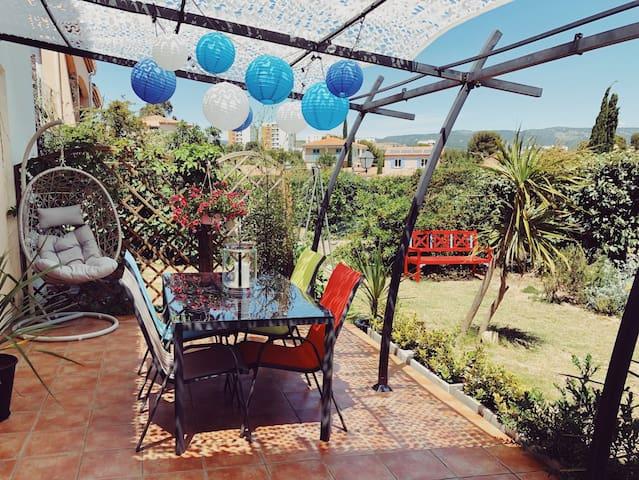 La terrasse sur le jardin privatif