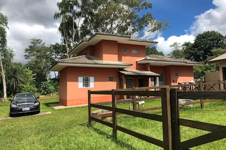 Linda casa Chapada dos Guimarães, meio à natureza