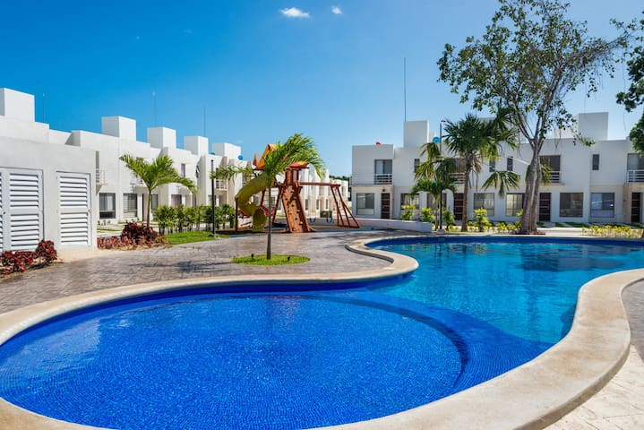 Spectacular House With 2 Swimming Pools, Gym. - Playa del Carmen - House