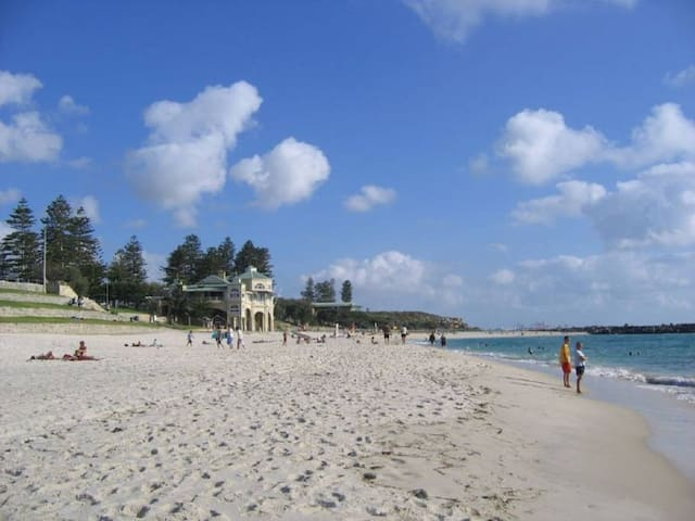 Breezy Cottesloe Apartment