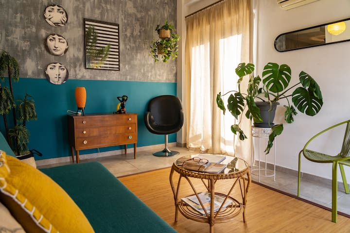 Cozy retro flat in Athens' heart!