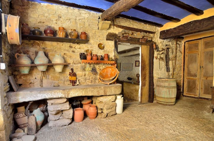 Casa auténtica de pueblo en Muez - Muez - Casa