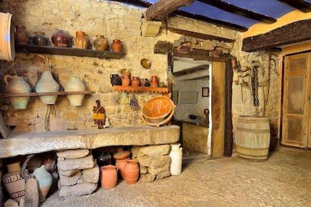 Casa auténtica de pueblo en Muez - Muez - Hus