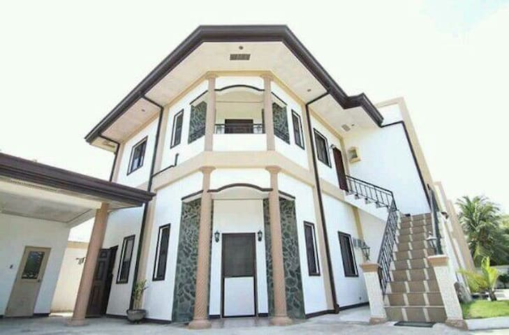 2 bed room comfy home, beach n city - Sibulan - Apartamento
