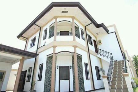 2 bed room comfy home, beach n city - Sibulan