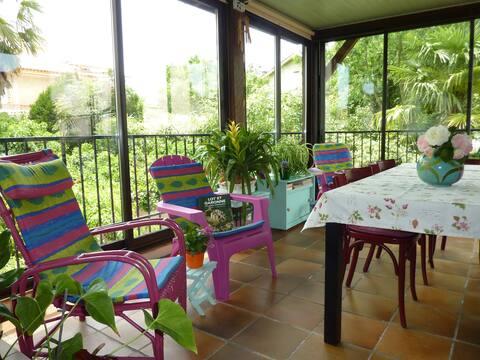Maison avec véranda et terrasse .Vallée du Lot.