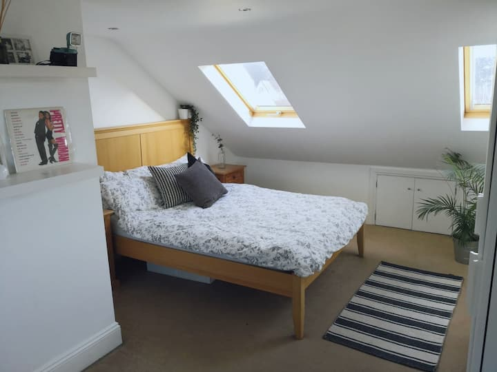 Bright and spacious double room - private ensuite