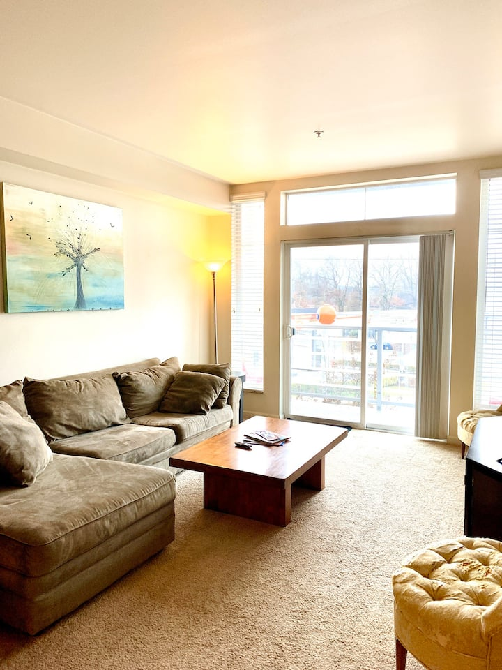 Beautiful & Bright Fully Furnished Condo